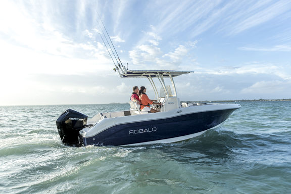 200hp FS Robalo Saltwater 2017 Lifestyle 15